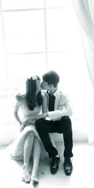 接吻情侣qq皮肤图片 皇冠易掉贱人会笑深情与你